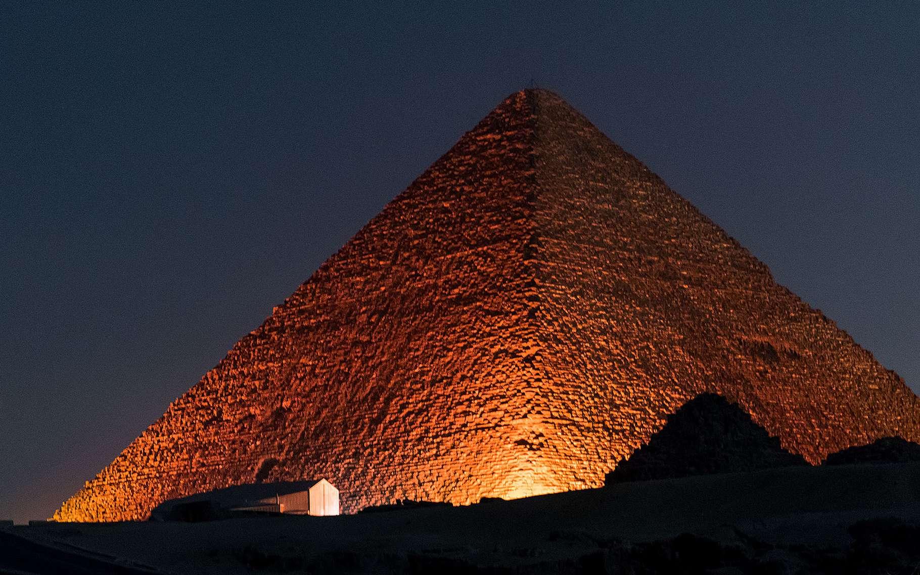 Le Caire Pyramide de Gizeh Nuit