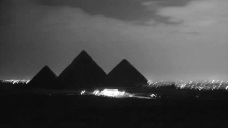 Pyramides de Gizeh la nuit